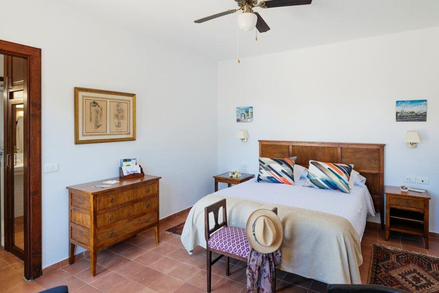zimmer caser o de mozaga. Black Bedroom Furniture Sets. Home Design Ideas