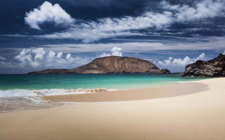 Trekking at Lanzarote and La Graciosa Island